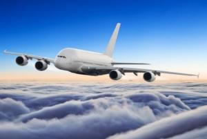 Entspannter Flug im Flugzeug